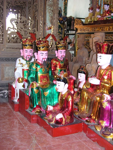 Vietnam: Sacred Statues