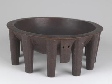 A large wooden bowl like this one would have been used to prepare 'ava by a young Samoan woman, likely the daughter of a high chief. ©AMNH/Division of Anthropology #80.0/4760