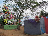 Leaving El Moro, we pass a cemetery recently decorated for el Día de los Muertos, our All Saints' Day. Credit: © J. Newman