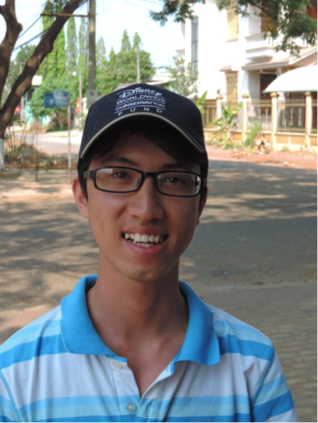 Nguyễn Văn Thành, a graduate student from the Department of Genetics at Hanoi University of Science, who is training in nocturnal survey techniques as well as conservation genetics analysis Mary Blair