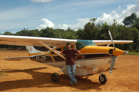 Small airplane used to get to a remote site in the Amazon.  Photo: Personal archive, Pedro Peloso